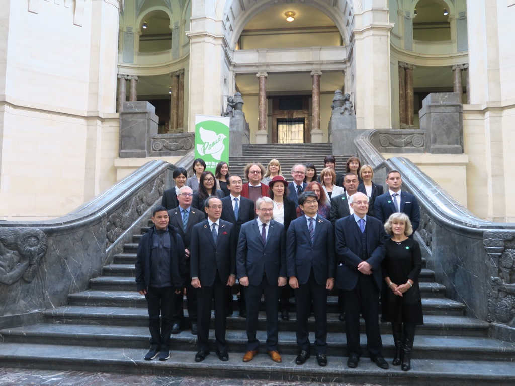 Attendees to the Executive Conference of Mayors for Peace in Hanover City Hall