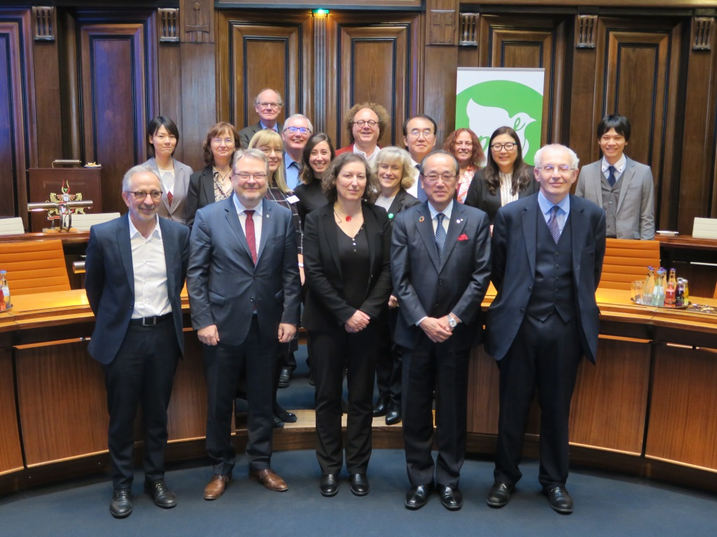 Representatives at the European Mayors for Peace founding meeting in Hanover City Hall